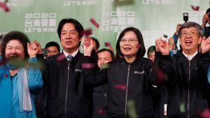 La presidenta reelecta de Taiwan, Tsai Ing-wen, durante la celebración de su victoria electoral.