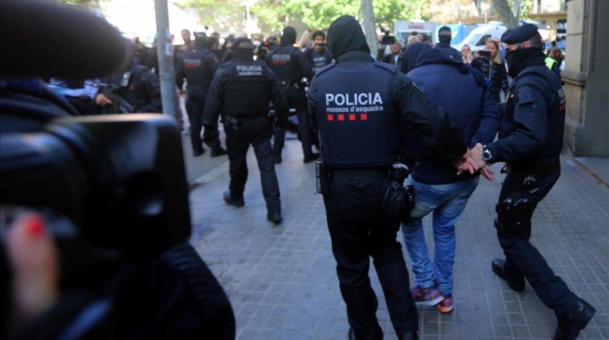 Detención de los Mossos d'Esquadra.