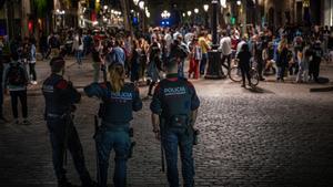 Desallotjades 3.871 persones per formar aglomeracions a Barcelona aquest dissabte de matinada