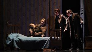 Ermonela Jaho, Alexei Bogdanov, Marina Viotti y John Osborn, en un momento de 'Los cuentos de Hoffmann', en el Liceu.