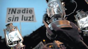 Manifestantes reivindican medidas contra la pobreza energética.