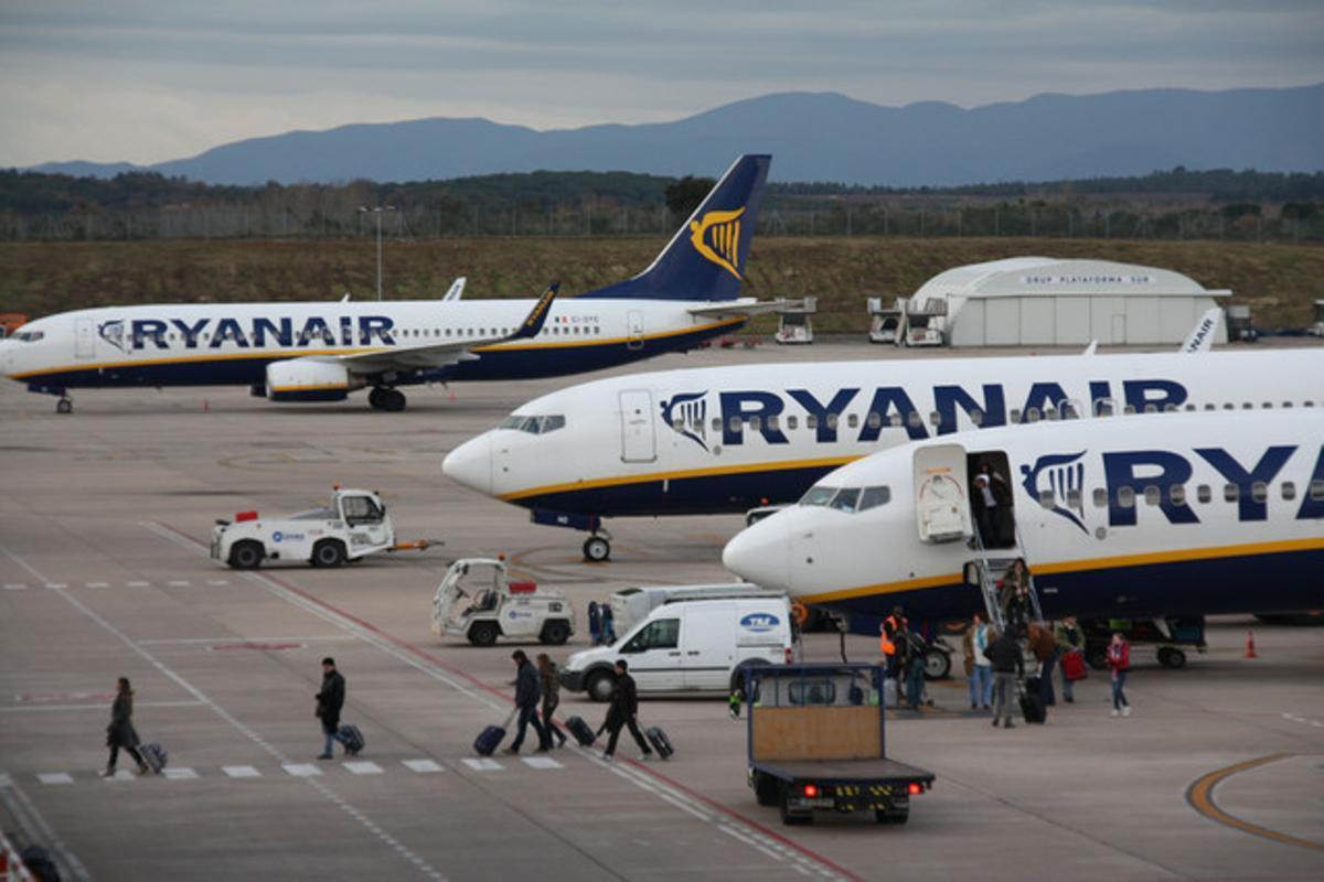 Aviones de Ryanair en el aeropuerto de Girona.