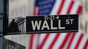 Indicación hacia Wall Street, sede de la Bolsa de Nueva York.