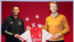 Haller junto a Van der Sar en su presentación con el Ajax.