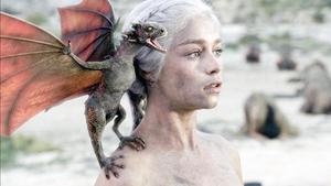 L'actriu Emilia Clarke, en el paper de Daenerys Targaryen, en una imatge de 'Juego de tronos'.