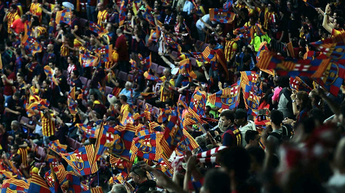 La escena de la pitada al himno español en la final de la Copa del Rey, vista desde las gradas del Camp Nou.
