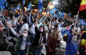 Fiesta PP en la sede del partido, después de conocer los resultados electorales.