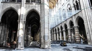 Interior de la catedral de Notre Dame, tras el incendio del 15 de abril del 2019
