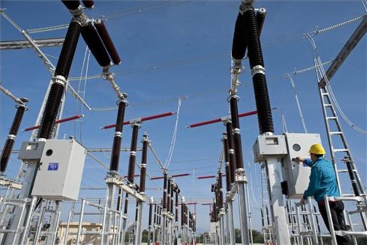 Subestación de Red Eléctrica de España (REE) de la línea de muy alta tensión (MAT).