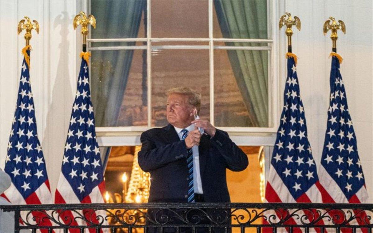 Donald Trump en la Casa Blanca tras su regreso del hopsital por COVID-19.