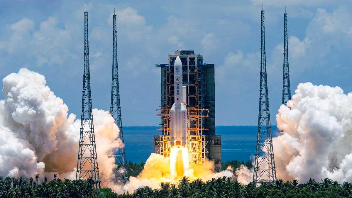 China lanza su primera misión a Marte.
