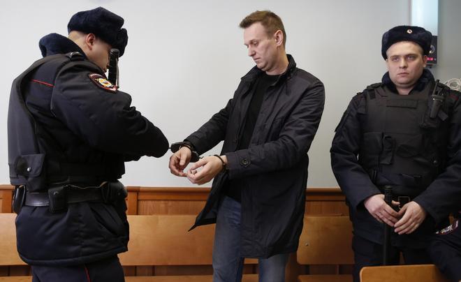 """El opositor ruso Navalni está """"muy débil"""" y necesita ayuda médica urgente"""