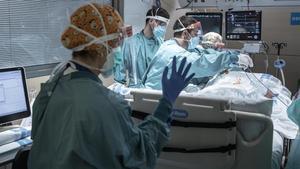 Pacientes ingresados por Covid en la UCI del Hospital de la Vall d'Hebrón.