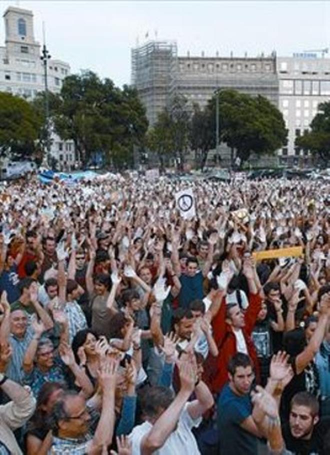 Imagen del 15-M en la plaza de Catalunya de Barcelona en el 2012.