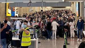 Caos a l'aeroport de Palma: el temps d'espera es duplica