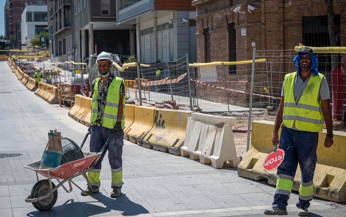 Trabajadores de la construcción, en una obra de Barcelona.