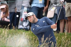 Jon Rahm da un golpe desde un bunker en la segunda jornada del US Open