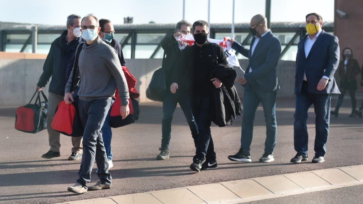 Salida del centro penitenciario de Lledoners de los presos del 'procés'.