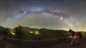 Vista astronómica desde el pueblo de Obeix, en la Vall Fosca (Pallars Jussà).