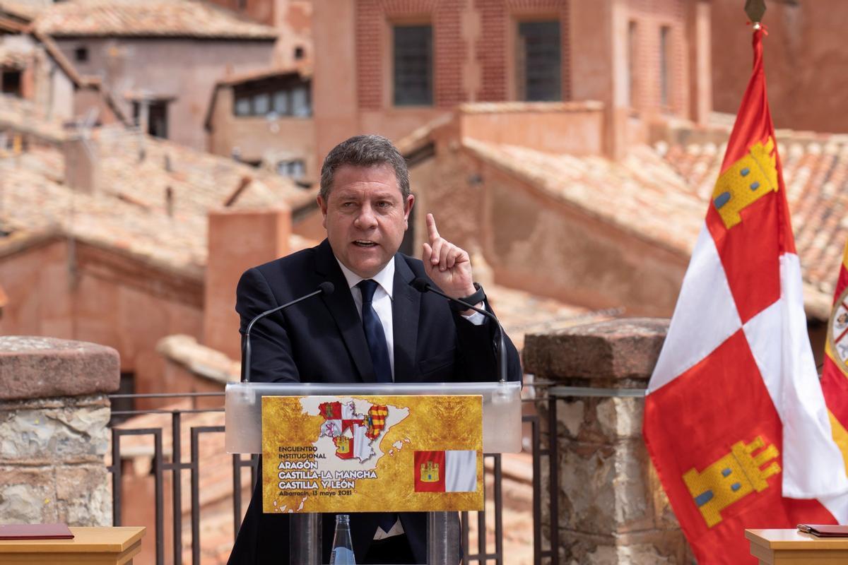 El presidente de Castilla-La Mancha, Emiliano García-Page, en un acto en Albarracín (Teruel), el pasado 13 de mayo.