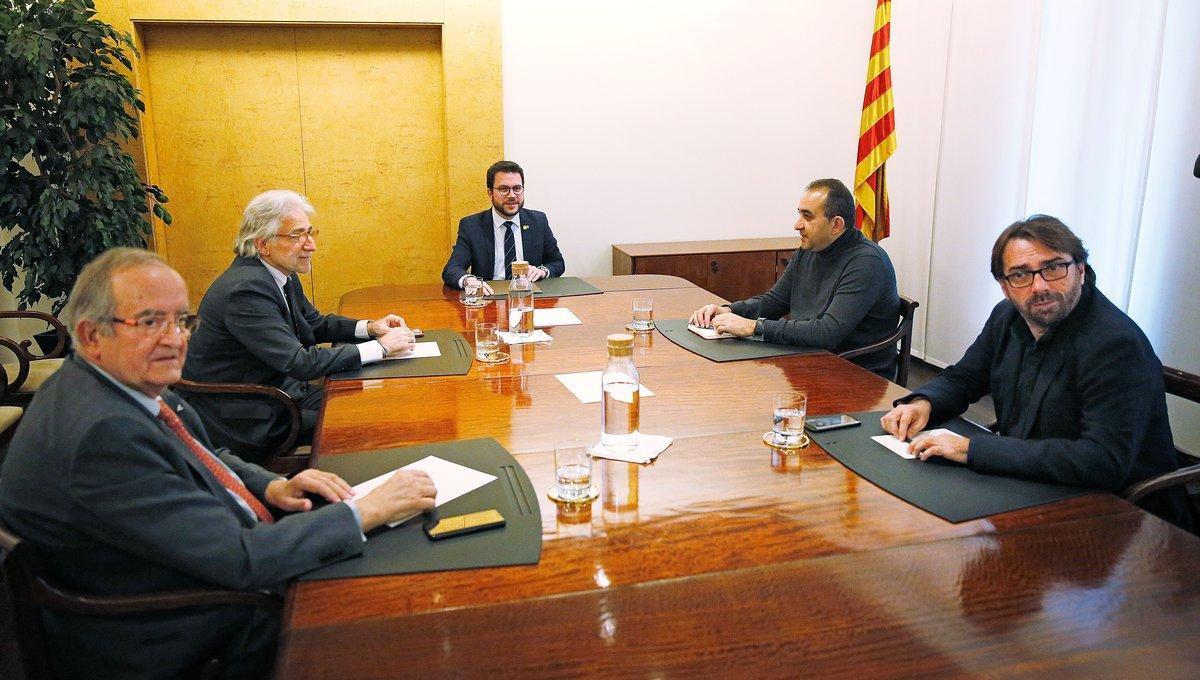 Patronales y sindicatos más representativos en Catalunya, en una reunión con el Govern.