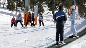 França demana a Espanya i Suïssa que tanquin les estacions d'esquí per Nadal