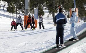 Esquiadores en la estación de Port Ainé.