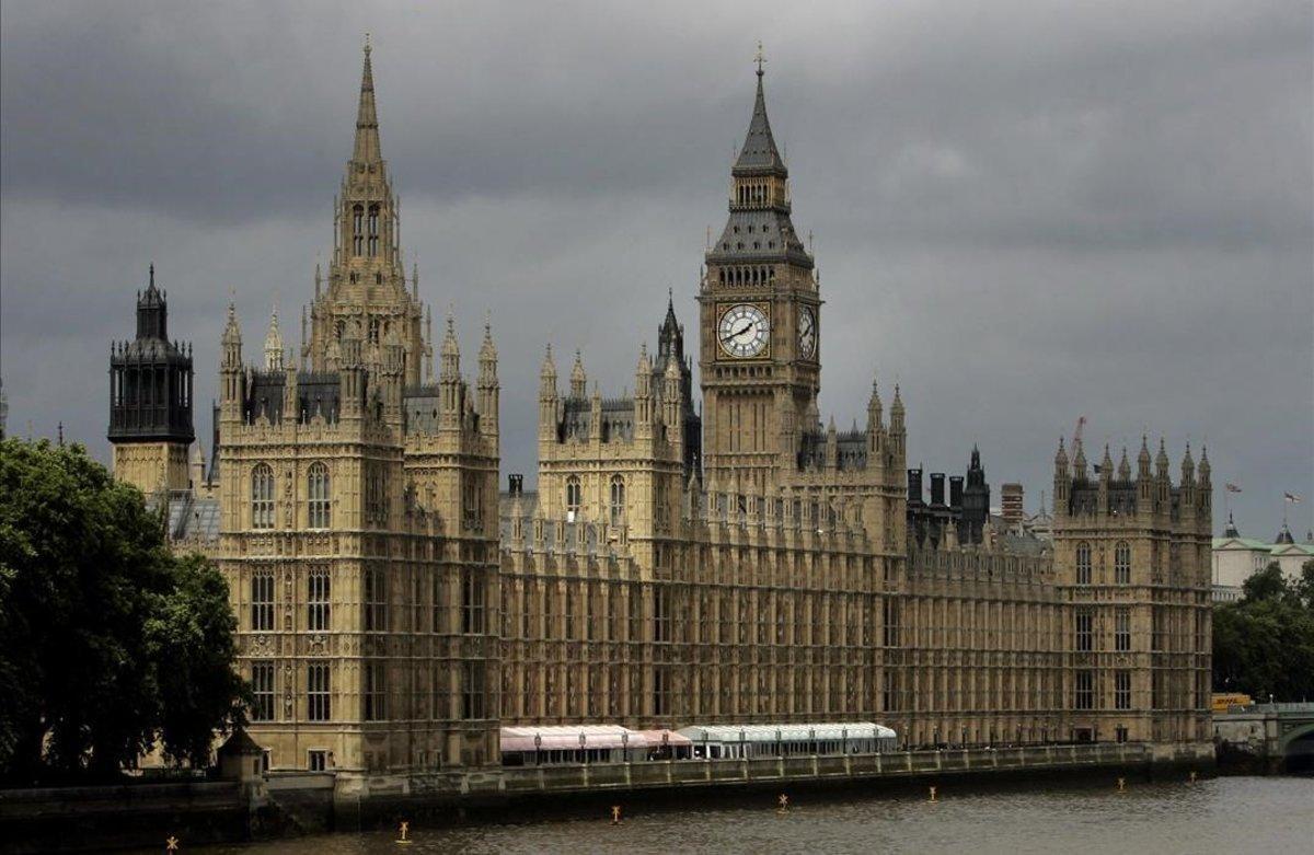 La lliura es revaloritza després del veto del Parlament a un 'brexit' dur