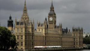 Parlamento británico en el río Támesis en Londres