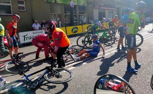 Los corredores caídos, en la meta de Oviedo.