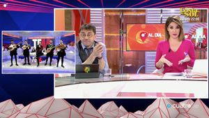 Risto Mejide hablando con Juan Carlos Monedero y Carme Chaparro.