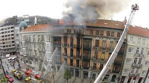 Incendio de un edificio en el centro de Oviedo.
