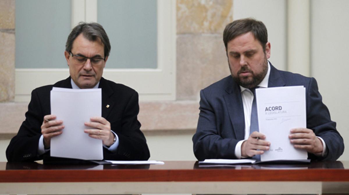 CiU y ERC escenifican su acuerdo de gobernabilidad.