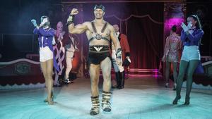 Una escena de 'Fortius', con el musculosoforzudo del circo que da título al espectáculo.