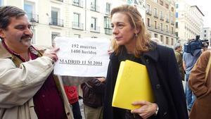 Pilar Manjón sale del Congreso tras su comparecencia en la comisión del 11-M, el 15 de diciembre del 2004.