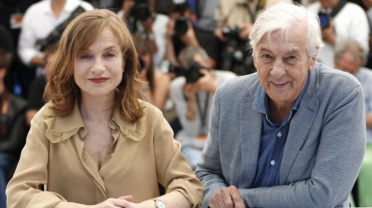 Isabelle Huppert y Paul Verhoeven, en la presentación de 'Elle' en Cannes.