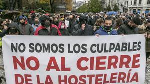 Manifestación contra el cierre de los hostelería en Asturias-