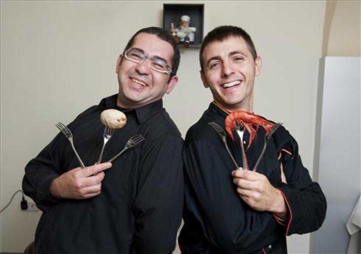 El chef Vidal Gravalosa (derecha) con Antonio Lara. Foto: Jordi Cotrina