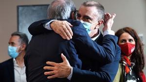 Entrevista al candidato del Psoea la presidencia de la Comunidad de Madrid Ángel Gabilondo se abrazacon José Manuel Franco tras conocer los resultados de la noche electoral del 4-M.