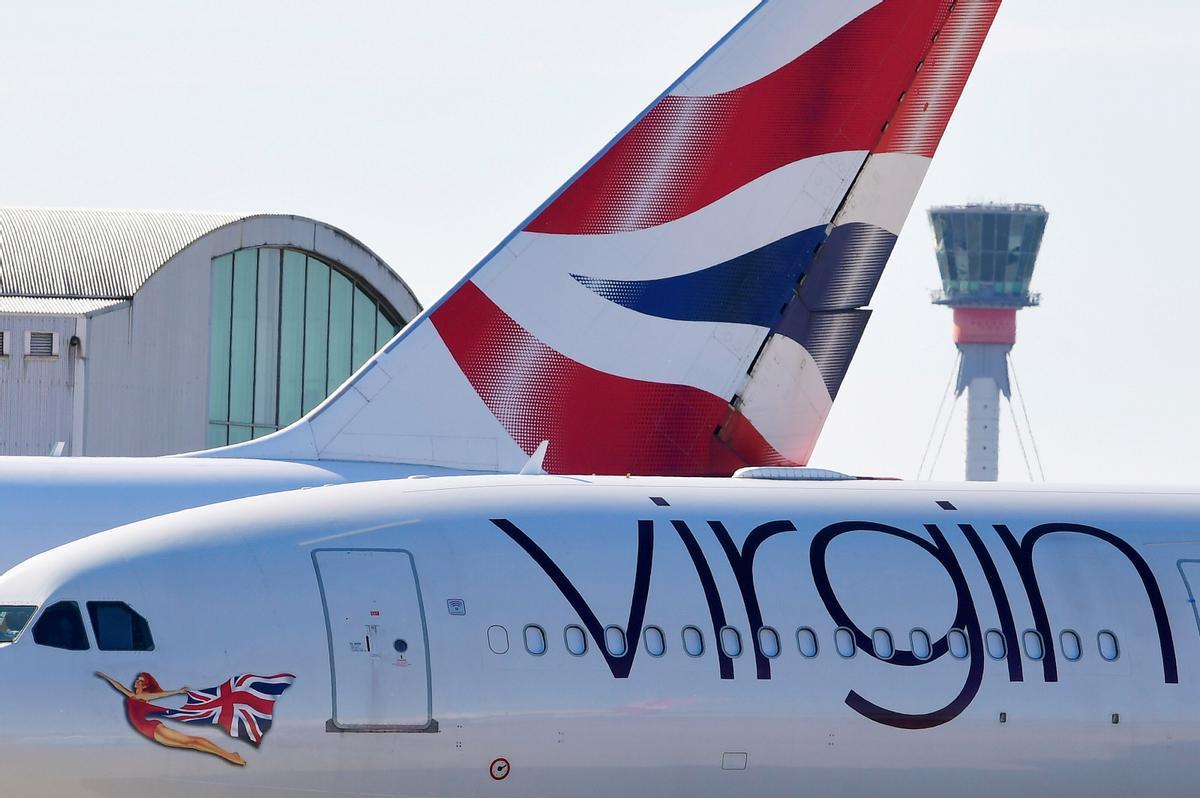 Dos aviones de compañías británicas en el aeropuerto de Heathrow airport, en Londres.