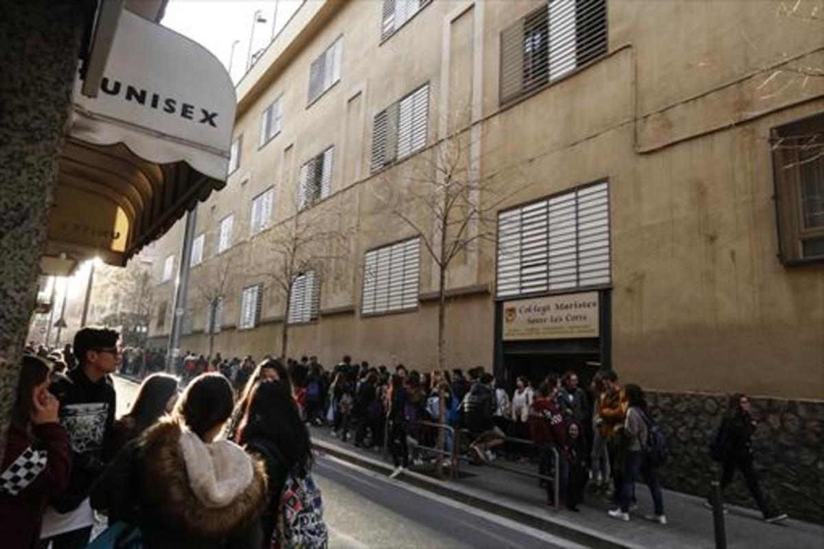 Entrada del colegio de los Maristas de Sants-Les Corts, donde Benítez cometió los abusos que ha confesado.