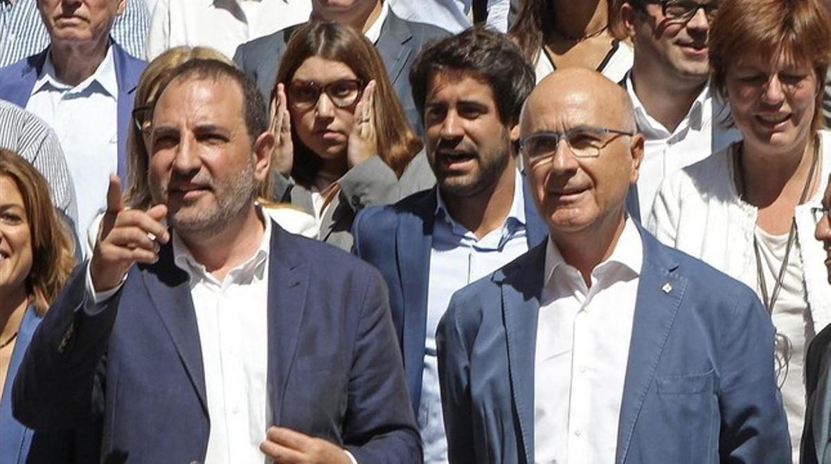 El candidato de Unió al 27-S, Ramon Espadaler, junto al líder del partido, Josep Antoni Duran Lleida, y el reto de miembros de la lista, el 20 de agosto.