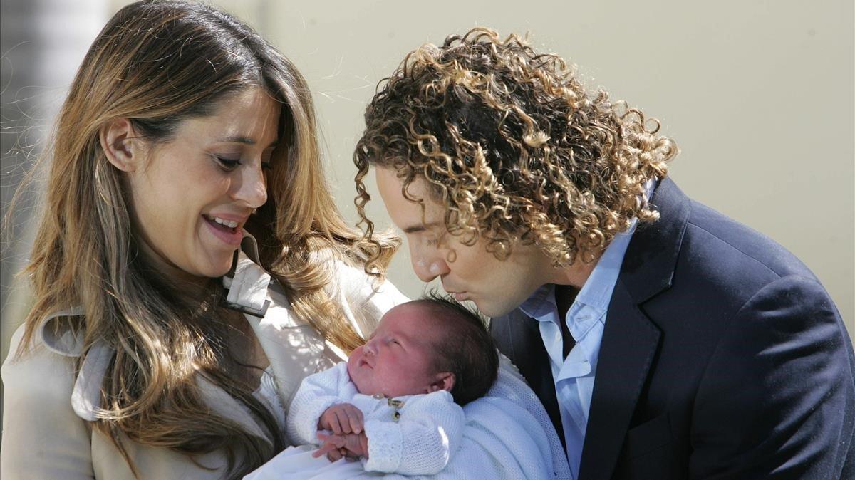 David Bisbal y Elena Tablada presentaron a los medios a su hija Ella en febrero del 2010 en Miami.