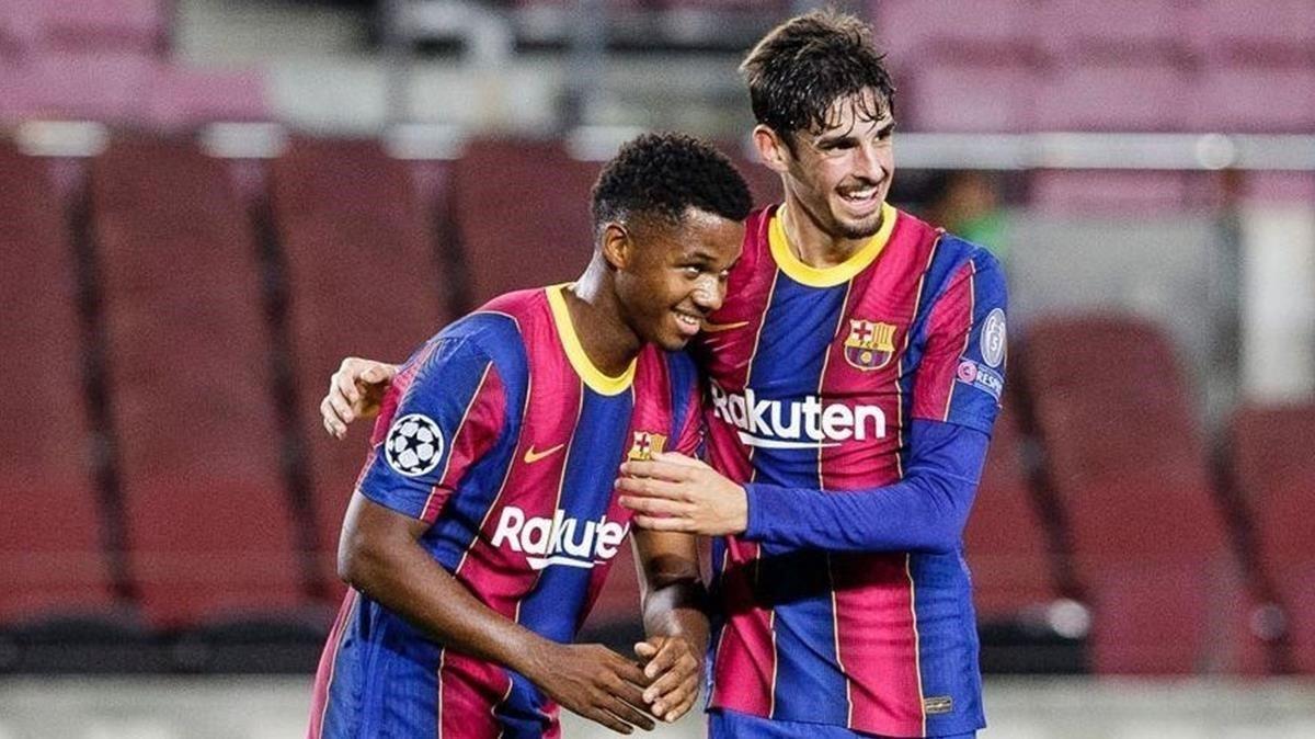 Ansu Fati y Trincao celebran el segundo gol del Barca ante el Ferencváros.