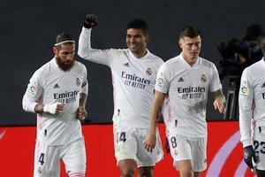 Casemiro celebra su gol de cabeza ante el Granada