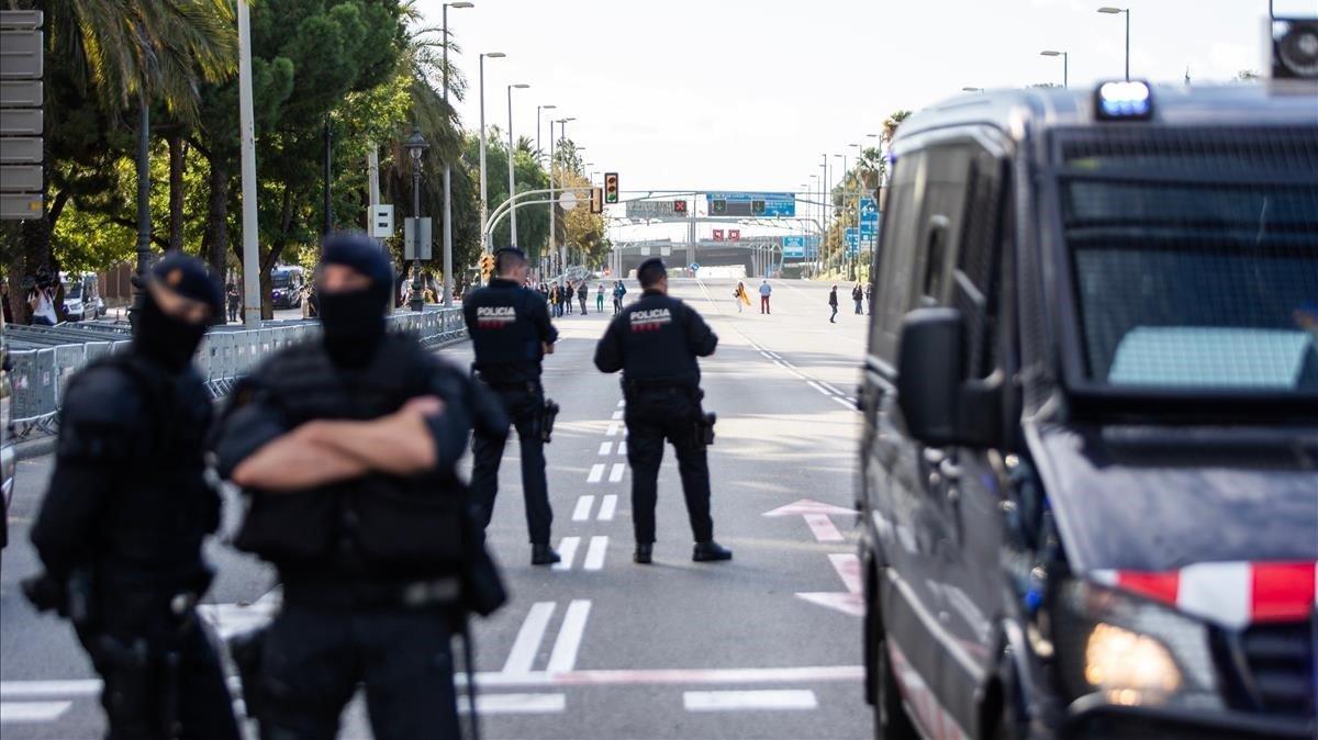Agentes de los Mossos d'Esquadra desplegados en Barcelona