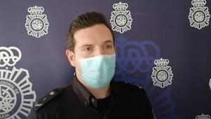 Un agente de la Policía Nacional explica cómo han salvado a una mujer que estaba siendo estrangulada por su marido en Zaragoza