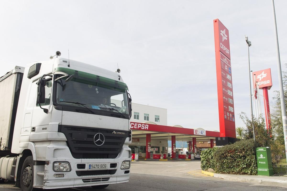 Los camioneros son una pieza clave para poder seguir con los productos de primera necesidad