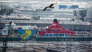 Barco con el dibujo de Piolín donde se aloja la Policia Nacionaly la Guardia Civilatracado en el puerto de Barcelona