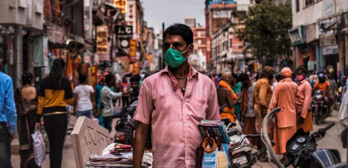 India registra menos de 300.000 contagios de covid-19 por primera vez en 25 días